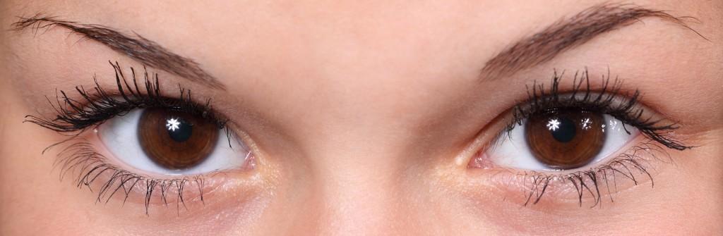 Schöne Wimpern und Augenbrauen